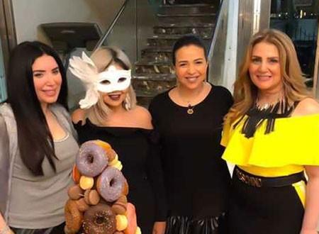 الإعلامية بوسي شلبي تحتفل بعيد ميلادها بحضور نجمات الفن.. صور