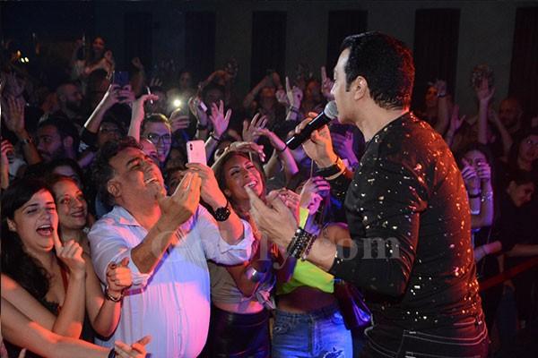 ايهاب توفيق يشعل حفل cairo Jazz Club بحضور نجوم الفن والمشاهير
