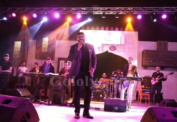 خالد سليم يتألق بالغناء فى افتتاح خيمة الحارة بالتجمع الخامس