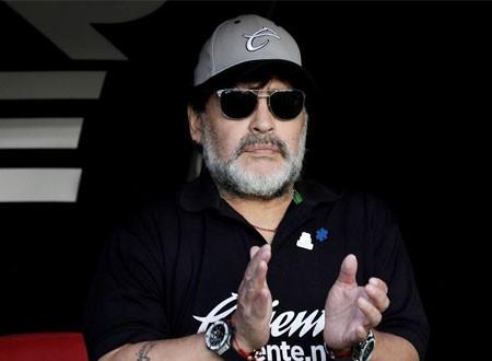 الرئيس يدفع دييجو مارادونا لاتخاذ قرار يؤذي روحه