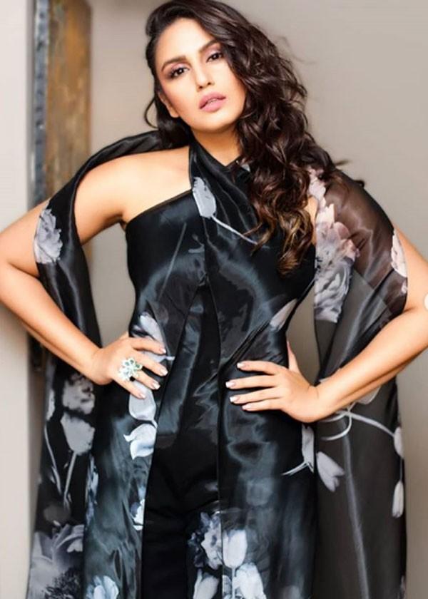 بريانكا شوبرا تستضيف هينا خان وهوما قريشي وديانا بينتي بمهرجان «كان»