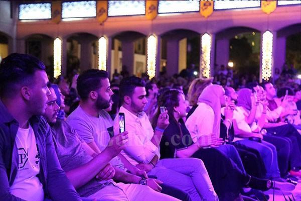 خالد سليم يتالق بحفل المسرح المكشوف بحفل كامل العدد
