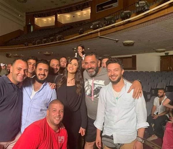 ياسمين عبدالعزيز تحتفل بانتهاء تصوير لاخر نفس