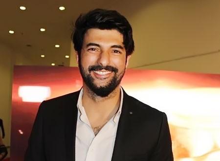النجم التركي أنجين أكيوريك يحتفل بزفاف شقيقه.. صور