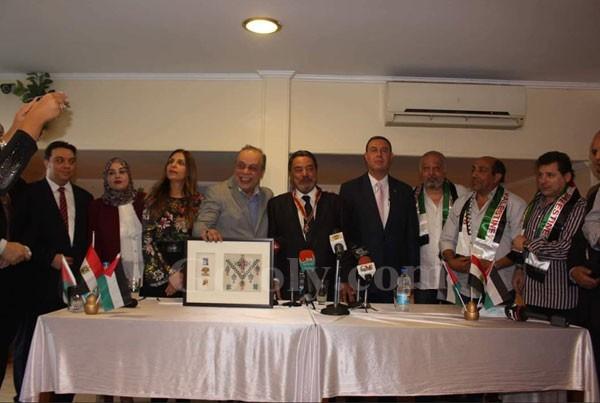 الرئيس الفلسطيني يكرم يوسف شعبان بحضور نجوم الفن