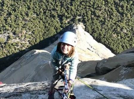 الطفلة سيلا.. أصغر متسلق جبال في أمريكا.. صور