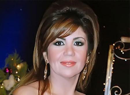 في ذكرى وفاته.. بوسي شلبي تزور قبر زوجها الراحل الفنان محمود عبدالعزيز.. صور