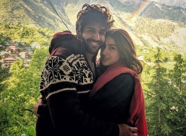 معجبون يتساءلون.. هل سارة علي خان حامل بدون زواج؟