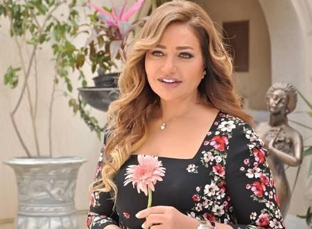 ليلى علوي توجه رسالة لأحمد حلمي.. شاهد