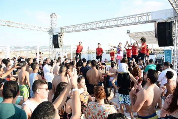 حمو بيكا يشعل حفل وايت بيتش بالساحل