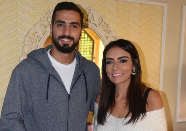 محمد الشرنوبي وخطيبته سارة الطباخ