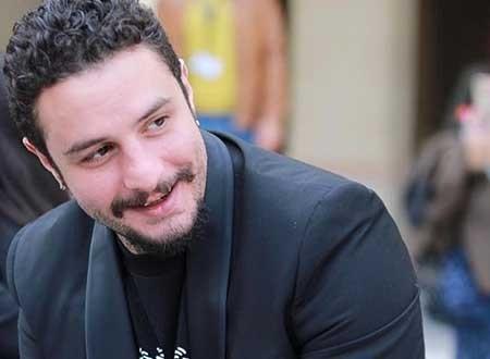 أحمد الفيشاوي يفاجئ زوجته بهدية.. شاهد