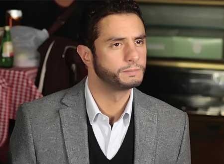 أحمد الفيشاوي يبكي بسبب صورة لوالده في مهرجان الجونة.. صور