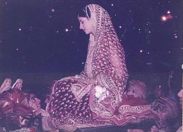شاهد للمرة الأولى ألبوم زفاف ابنة النجم أميتاب باتشان