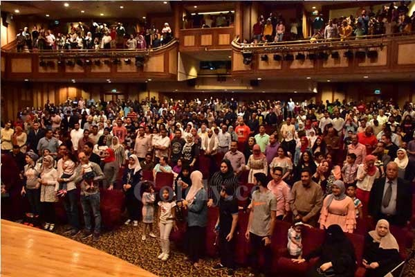 حضور جماهيري ضخم في أولى ليالي مسرح مصر في موسمه الأخير