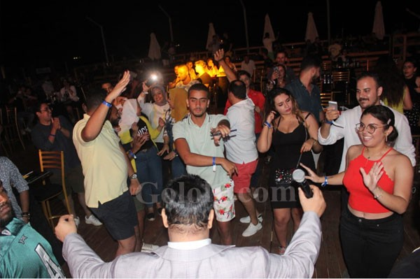 عبدالباسط حموده يشعل حفلEROSبالساحل الشمالى