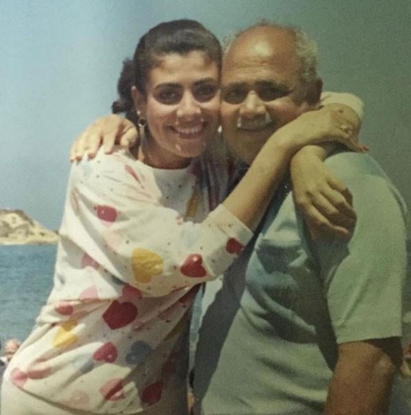 نشوى مصطفى ووالدها