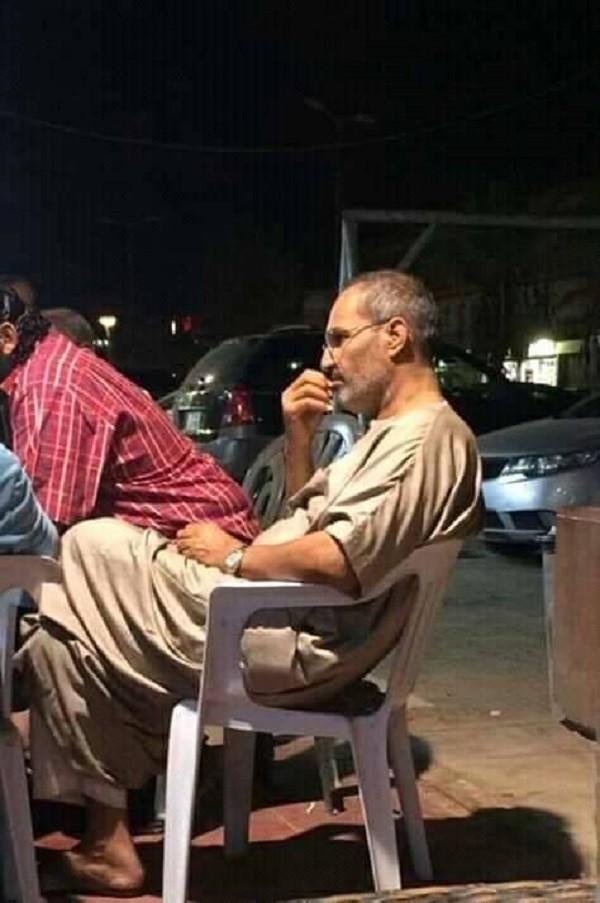 ظهور شبيه ستيف جوبز في القاهرة