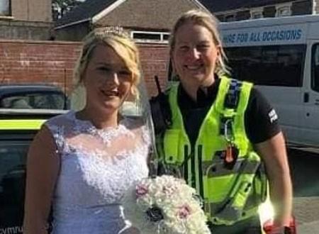 عروس تصل لحفل زفافها فى سيارة شرطة.. صور