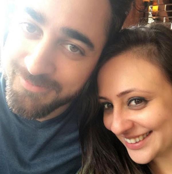 زوجة الممثل عمران خان تنشر بوست خفيًا وتحذفه.. هل تلمح إلى الطلاق؟