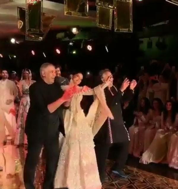 فيديو.. النجمة ديبيكا بادوكون تحول منصة عرض الأزياء إلى حلبة رقص