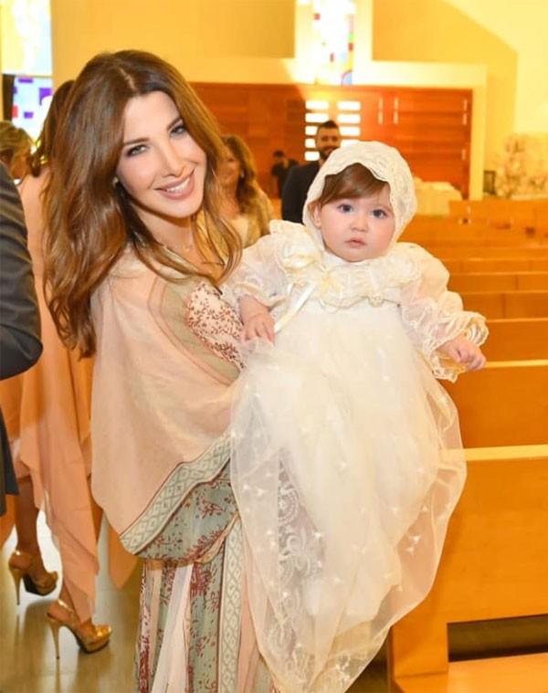 نانسي عجرم تحتفل بأول «سن» لابنتها.. صور