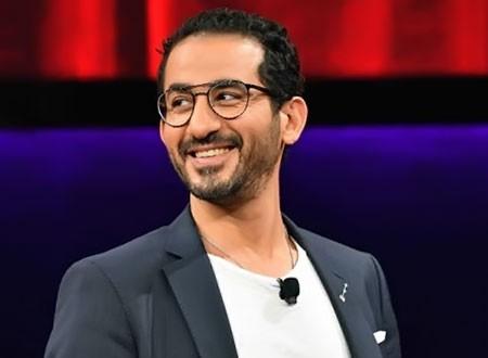 أحمد حلمي يسخر من صورته في الطفولة.. شاهد