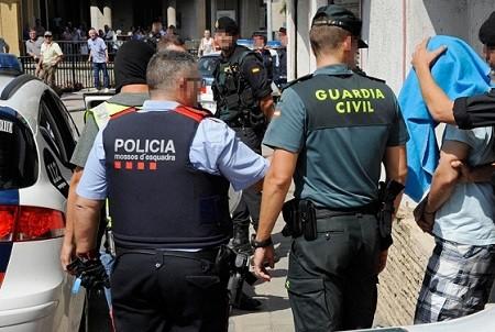 بعد رسالة استغاثة من زوجة لاعب.. شرطة إسبانيا تكشف كيف تتم سرقة منازل لاعبي الكرة