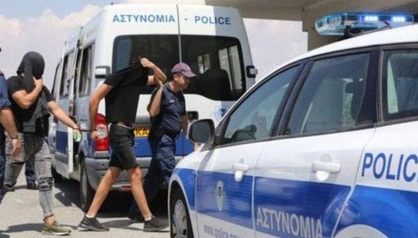 اعتقال 12 اسرائيليا