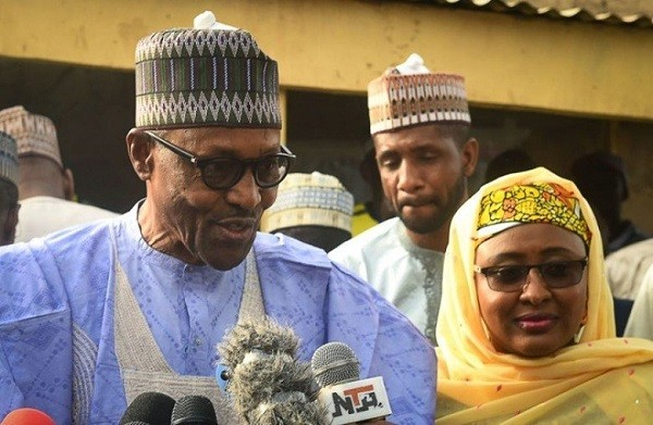 الرئيس النيجيري محمد بخاري وزوجته عائشة بخاري