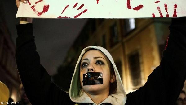 حكم قضائي على مغتصبين يفجر احتجاجات كبيرة في اسبانيا
