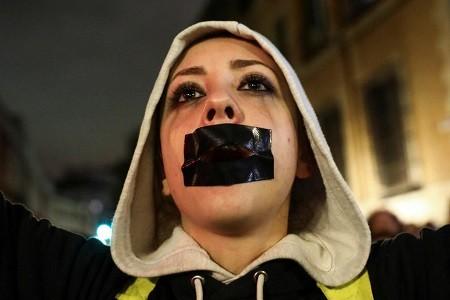 حكم قضائي على مغتصبين يفجر احتجاجات كبيرة في إسبانيا