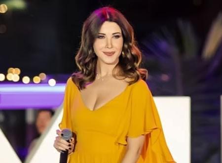 نانسي عجرم تشع جمالاً وأناقة بالأصفر في حفل بدبي.. صور