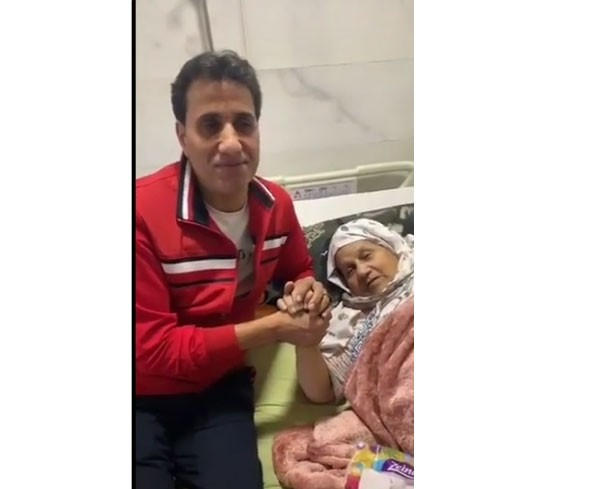 احمد شيبة ووالدته