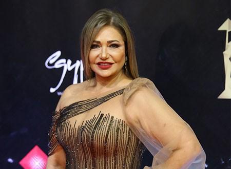 ليلى علوي تحتفل بذكرى ميلاد نجيب محفوظ.. صور من الذكريات