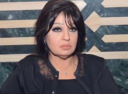 فيفي عبده تشيع جنازة شقيقتها.. صور