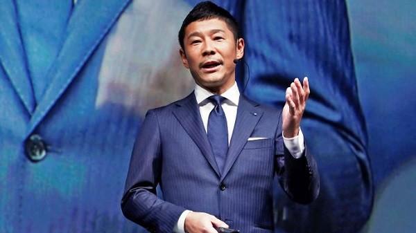 الملياردير الياباني يوساكو ميزاوا
