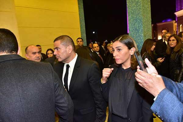 عمرو دياب برفقة دينا الشربيني في عزاء حسني مبارك.. صور