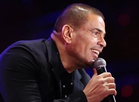 عمرو دياب يشعل حفله على مسرح «المنارة».. صور
