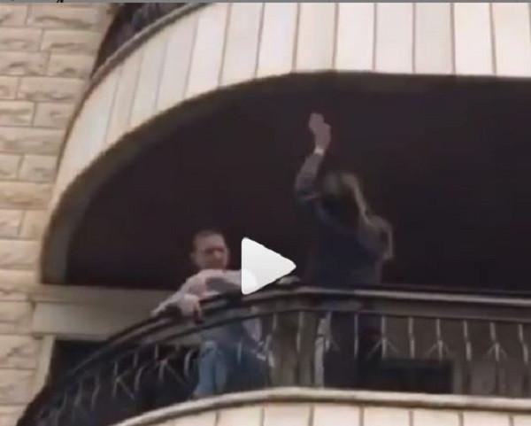 مواطنون يرقصون على بنت الجيران