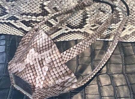 كمامات من جلود الثعابين تثير ضجة في أمريكا