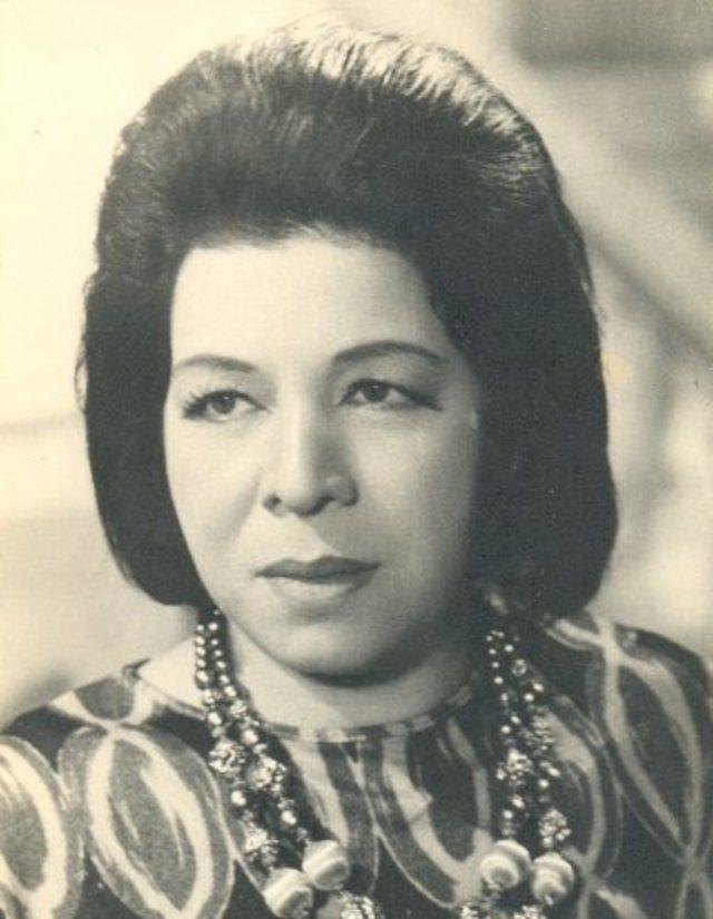 زوزو حمدي الحكيم.. تزوجت في سن 16 وهربت من زوجها من أجل حلمها.. صور