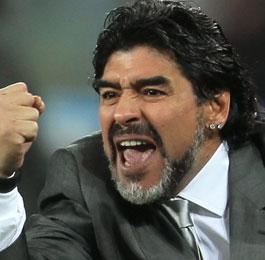 دييجو مارادونا ينجح في إتمام عقد رعاية لفريقه