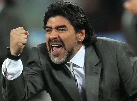مارادونا يُهدد بالرحيل عن الوصل الإماراتي