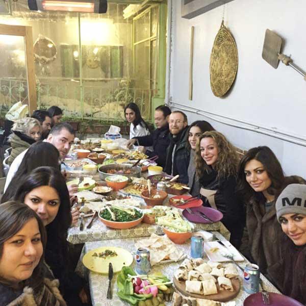 خمور وشيشة في سهرة سوزان نجم الدين مع بنات عمها / صور