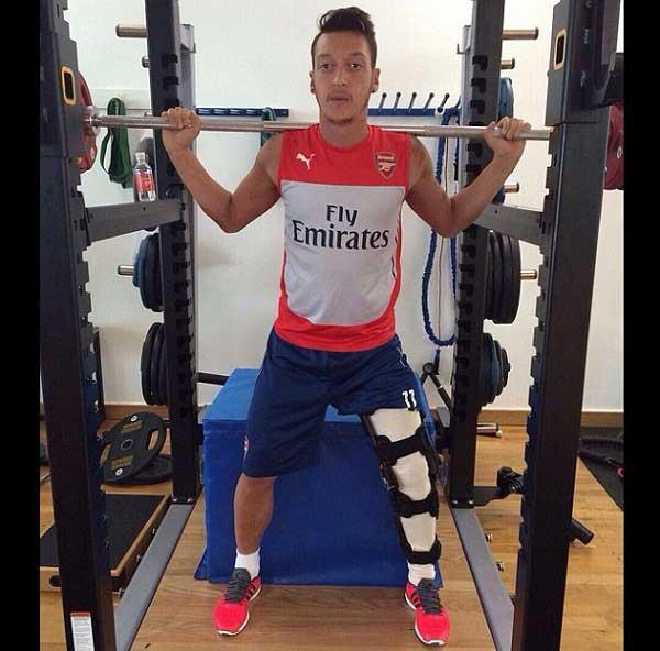 صور صورة: مسعود أوزيل يستعرض عضلاته 2015 02_160.jpg