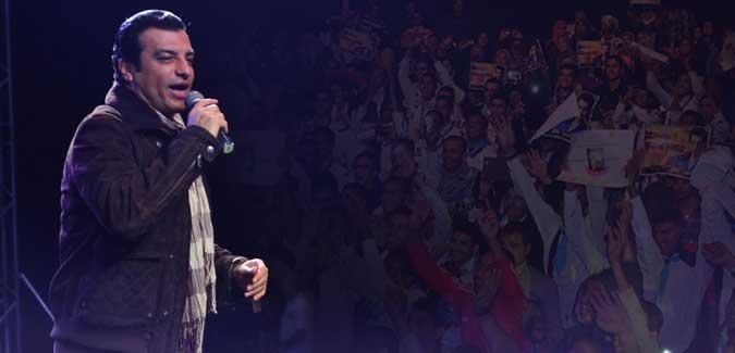 ايهاب توفيق يحيي مهرجان اكبر خريطة بشرية في العالم