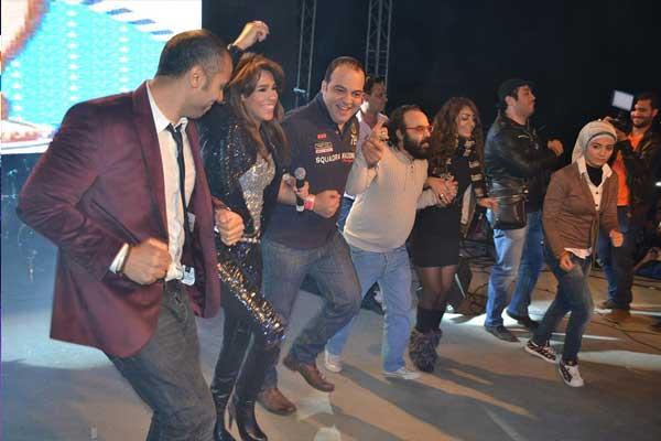بالصور أمينة تشعل المسرح رقصاً وغناءً بمشاركة أبوالليف 03_67.jpg