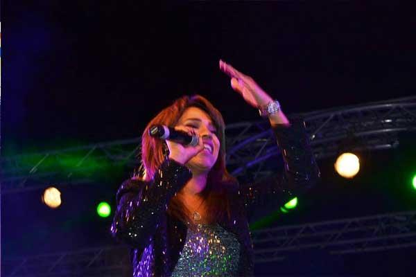 بالصور أمينة تشعل المسرح رقصاً وغناءً بمشاركة أبوالليف 07_48.jpg