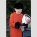 فرو ملكة بريطانيا اليزابيث الثانية خلال كريسماس 2013
